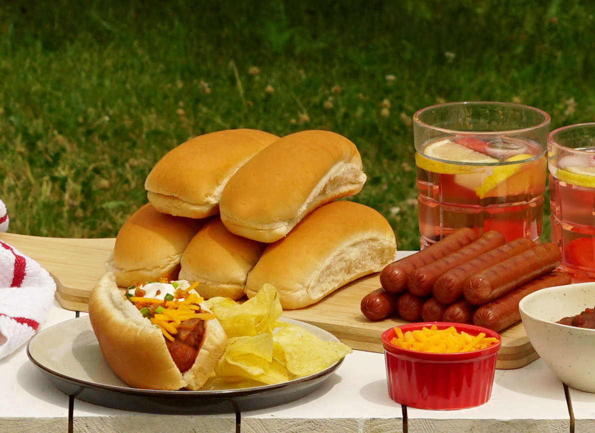 Hot dog au chili tout garni
